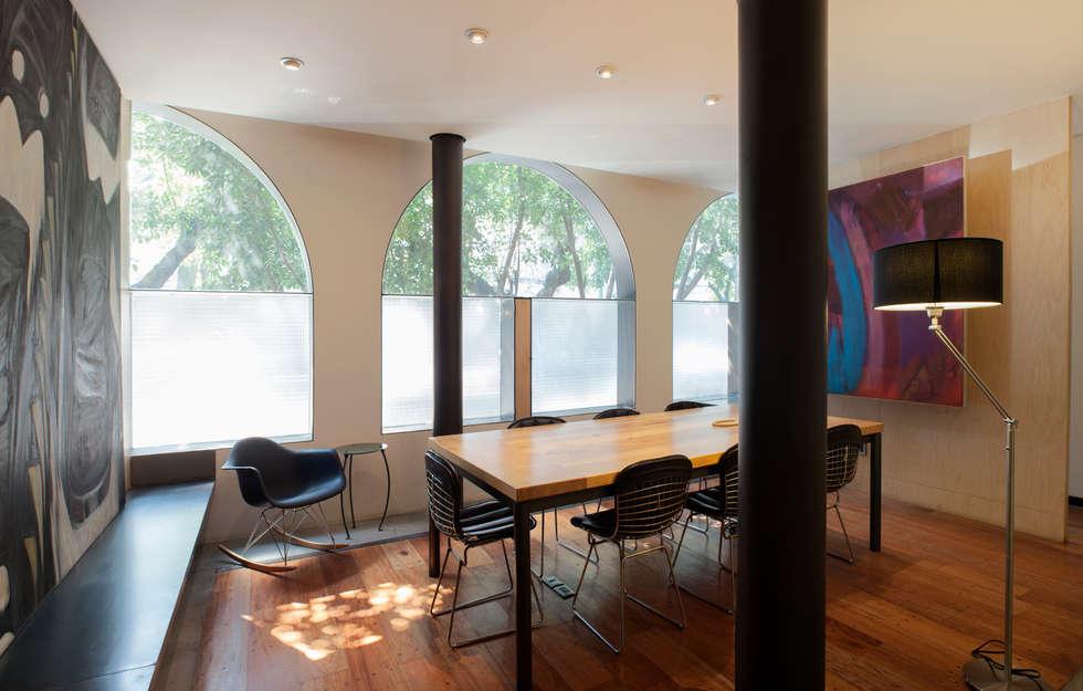 Edificio Teotihuacán: Oficinas y tiendas de estilo  por Cm2 Management