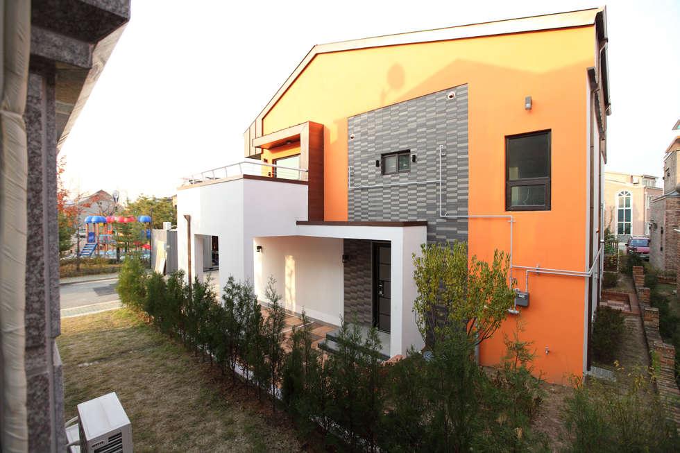하남주택의 현관진입부: 주택설계전문 디자인그룹 홈스타일토토의  주택