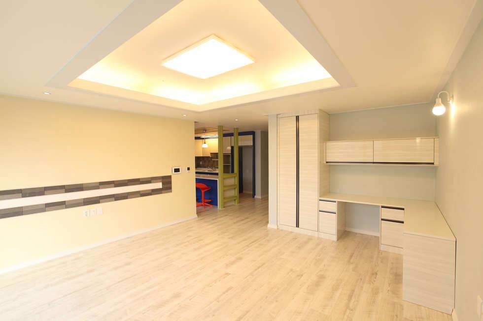 하남주택의 거실: 주택설계전문 디자인그룹 홈스타일토토의  거실