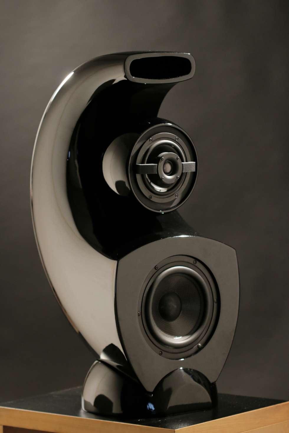Aurea.Diffusore a 3 Vie con caricamento a curva logaritmica: Sala multimediale in stile  di Zappata and Partners