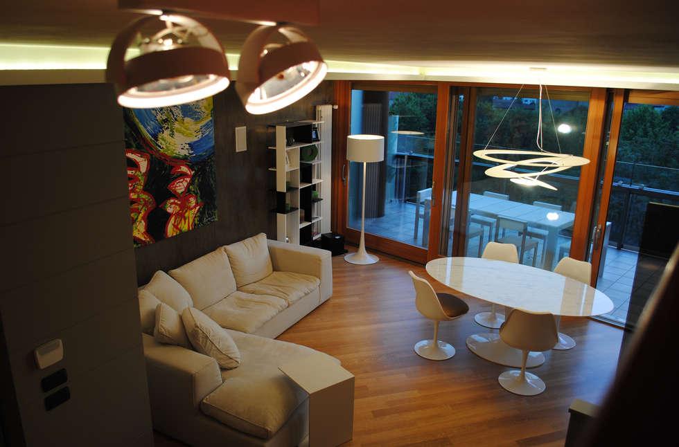 L'Ambiente: Soggiorno in stile in stile Moderno di Laboratorio Italiano Design