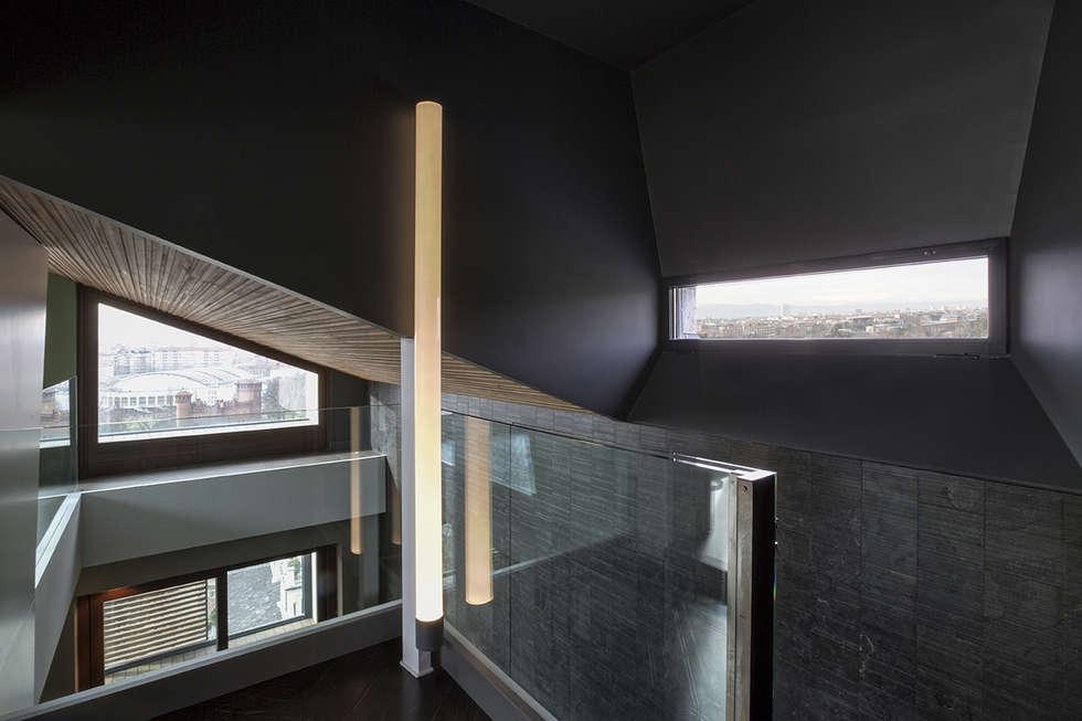 MG2 Architetture – Interior with terrace: Ingresso & Corridoio in stile  di mg2 architetture