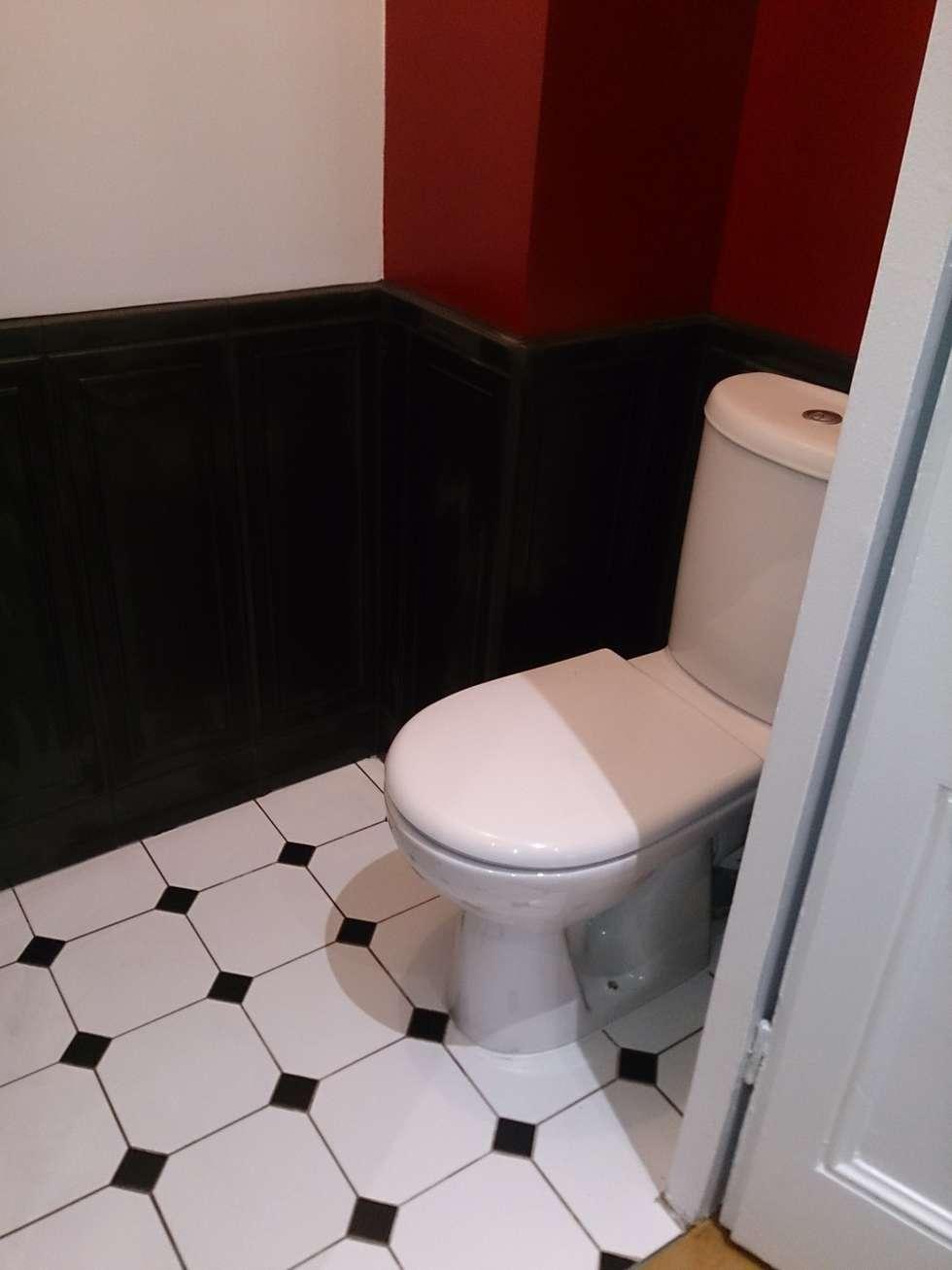 Toilettes : Salle de bains de style  par I.D D'eau