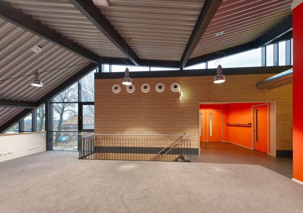 Mediatheekruimte:  Scholen door Peter van Aarsen Architect