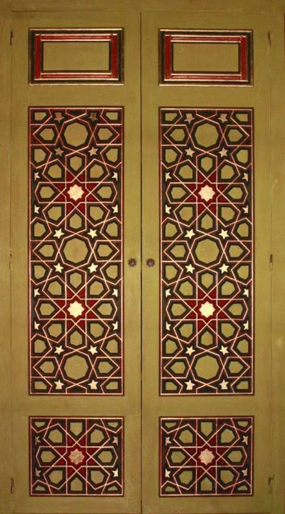 Türk Evi Kütüphanesi – Başoda Dolap Kapaklar : klasik tarz tarz Oturma Odası