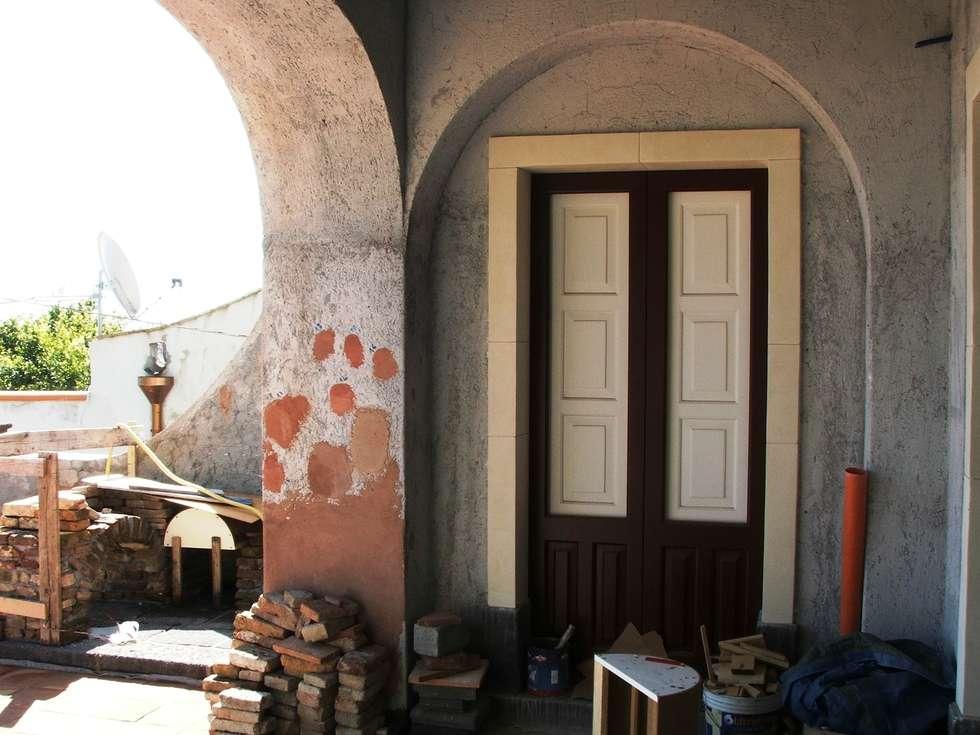 Metodi antichi per la facciata : Case in stile in stile Mediterraneo di Antonio Torrisi