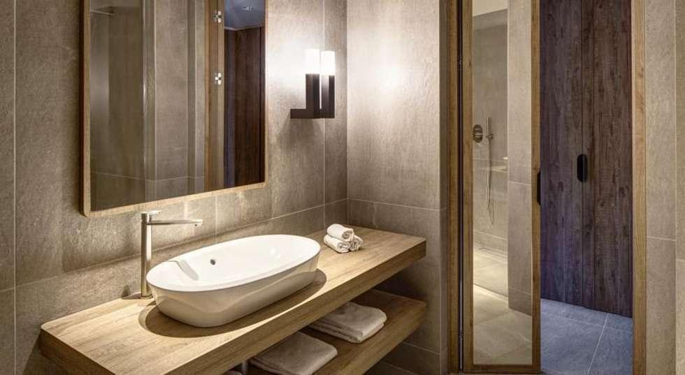 Grand Hotel Courmayeur Mont Blanc, Courmayeur: Hotel in stile  di Studio Simonetti