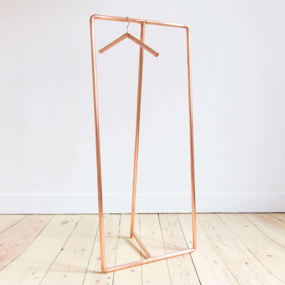 Portant en cuivre: Chambre de style de style Minimaliste par Auguste & Claire
