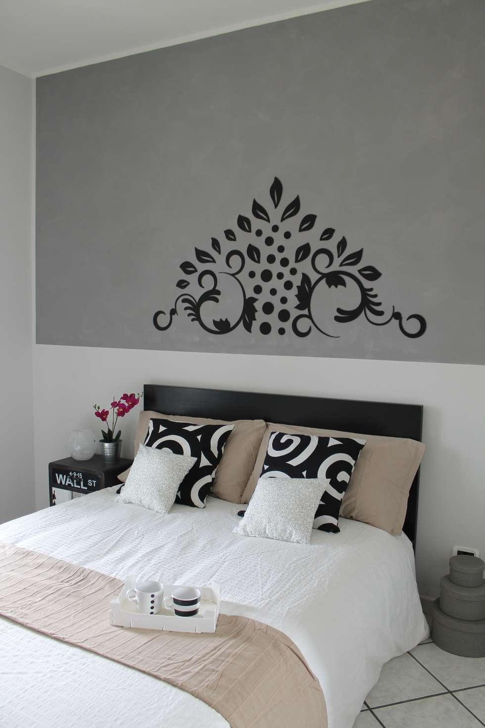camera nera : Camera da letto in stile in stile Industriale di stagemyhome