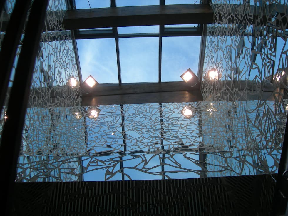 Lucernario con mosaico di specchi: Complessi per uffici in stile  di Studio la Piramide Architettura e Urbanistica