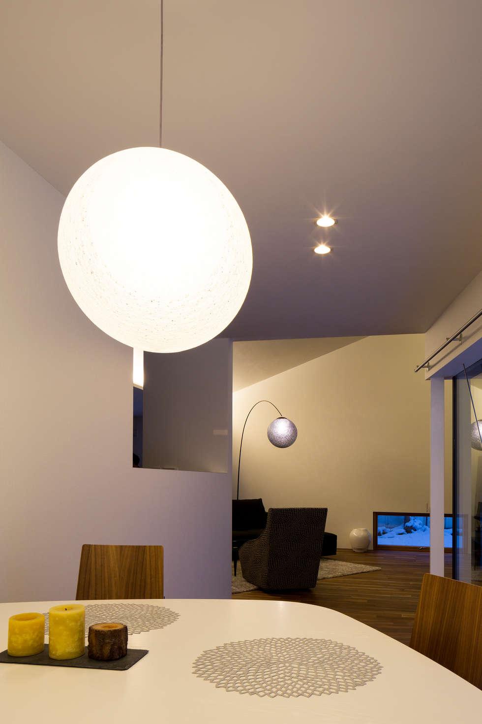YMT residence 06: 浅香建築設計事務所 asaka architectural designが手掛けたダイニングです。