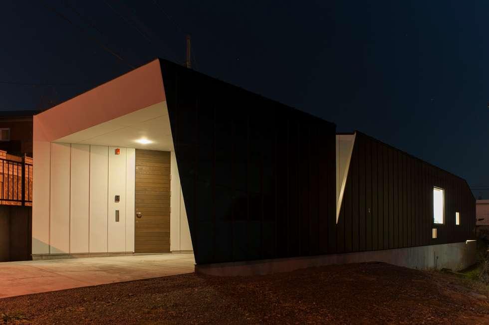 HMN residence 01: 浅香建築設計事務所 asaka architectural designが手掛けた家です。