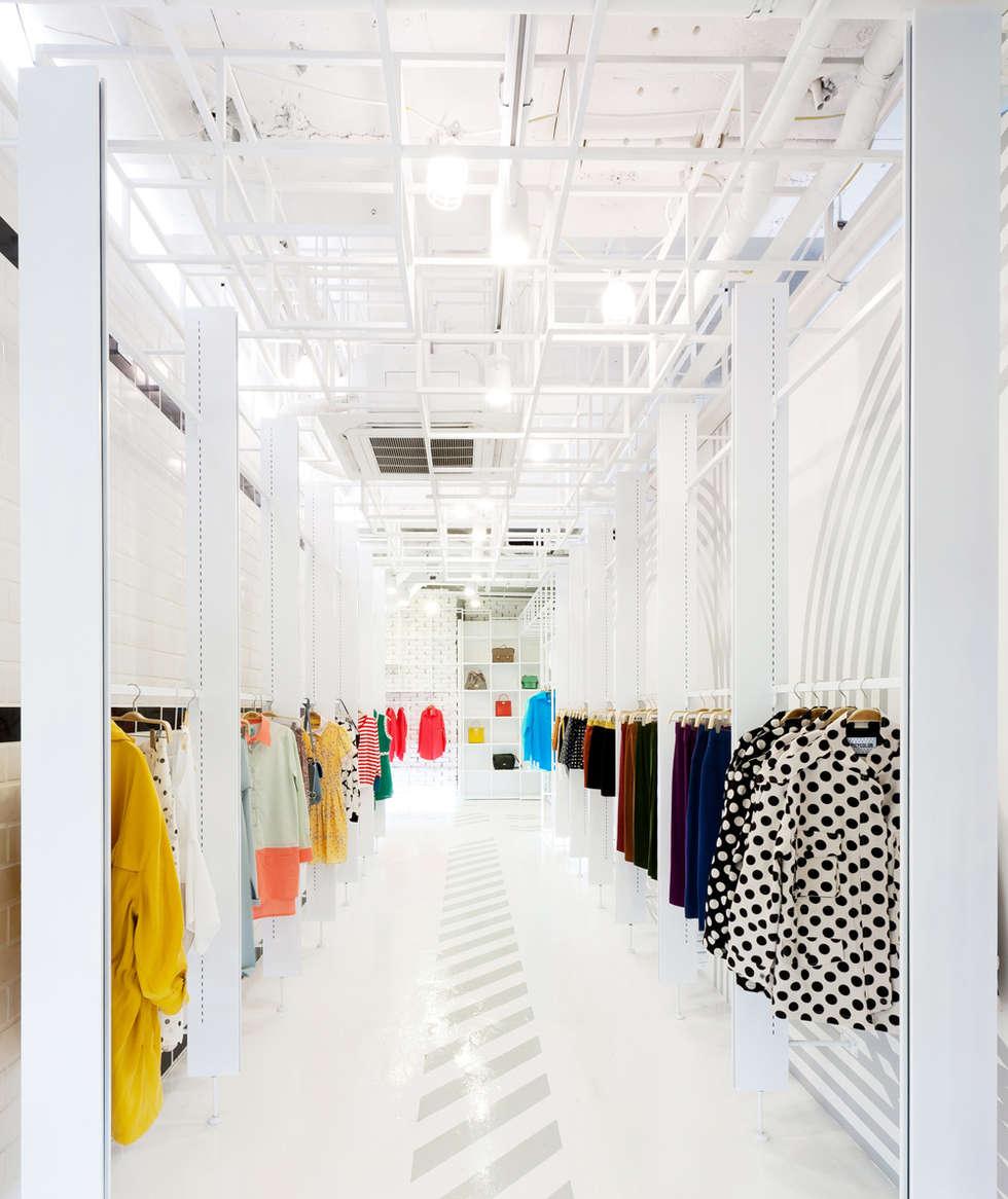동선을 위한 바닥 패턴: Design m4의  상업 공간