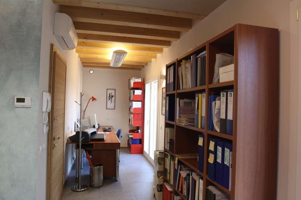 BAGNO secondo livello: Bagno in stile in stile Moderno di Giuseppe Maria Padoan bioarchitetto - casarmonia progetti e servizi