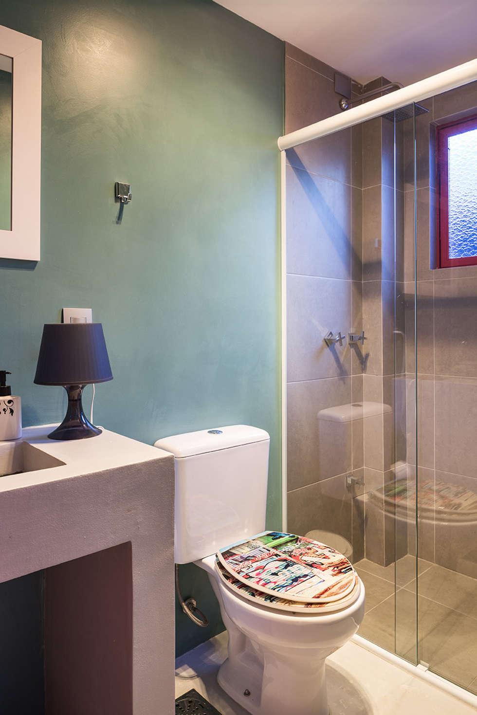 Banho social: Banheiros ecléticos por Blacher Arquitetura