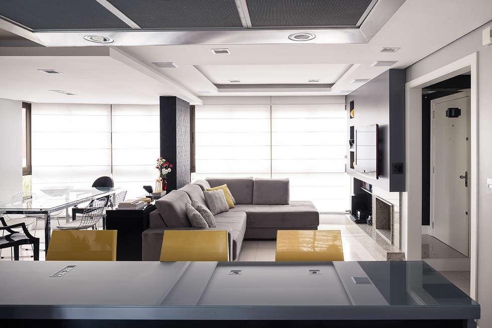 Cozinha integrada: Cozinhas modernas por Blacher Arquitetura