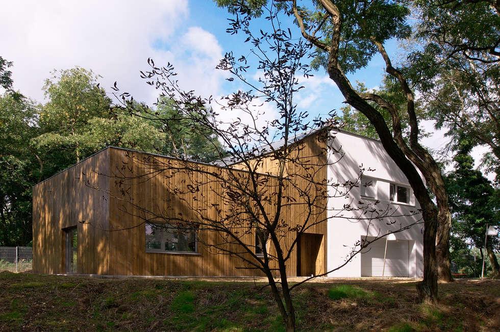 Dom pod Poznaniem: styl nowoczesne, w kategorii Domy zaprojektowany przez Neostudio Architekci
