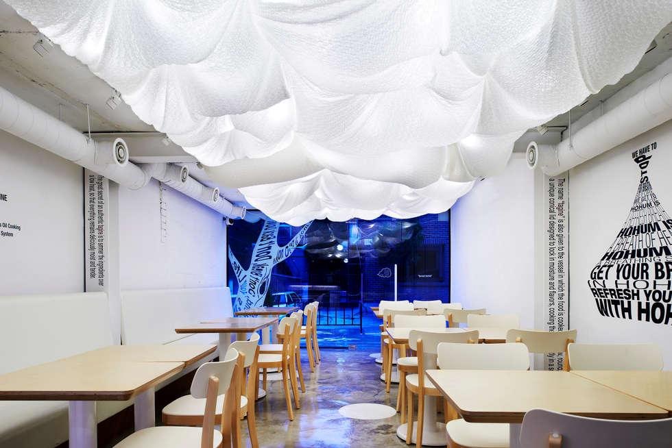 자유로움과 여유를 담은 공간: Design m4의  레스토랑