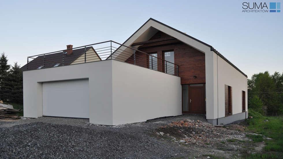SIMPLE ONE: styl minimalistyczne, w kategorii Domy zaprojektowany przez SUMA Architektów
