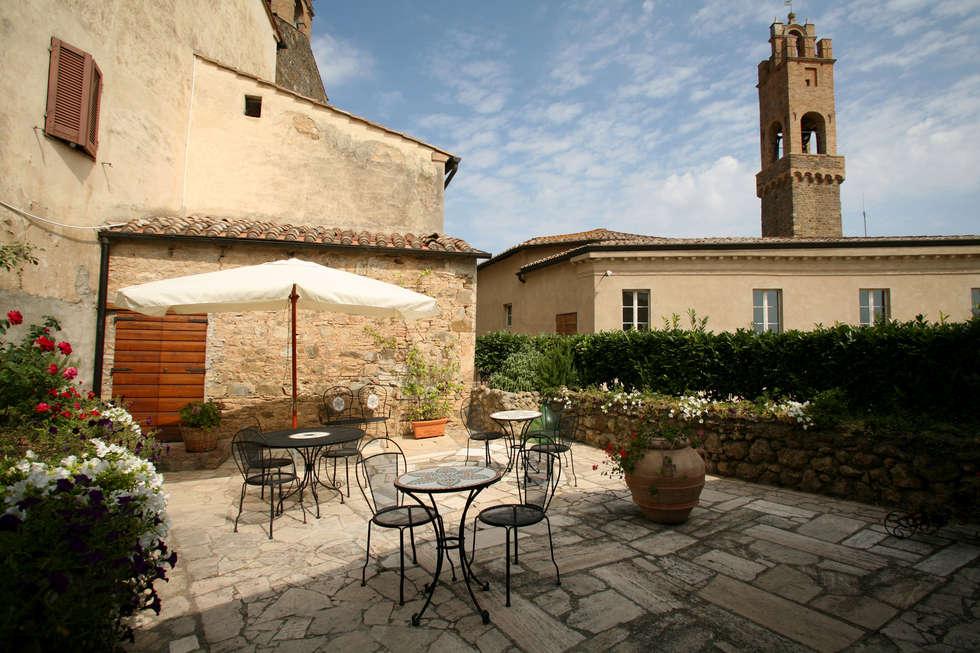 B&B LA TORRE: Giardino in stile in stile Classico di Ilaria Panchetti Architetto