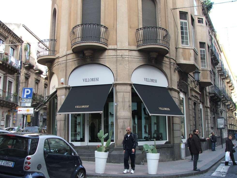 Tende da sole: Negozi & Locali commerciali in stile  di Antonio Torrisi