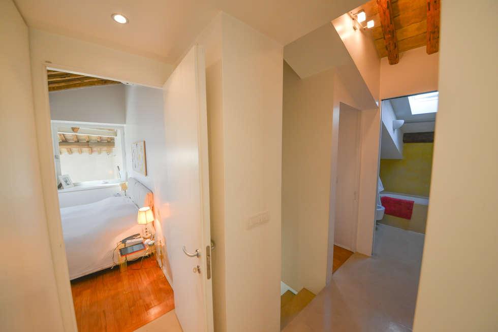 16. Disimpegni armonici: Camera da letto in stile in stile Moderno di Studio Fori
