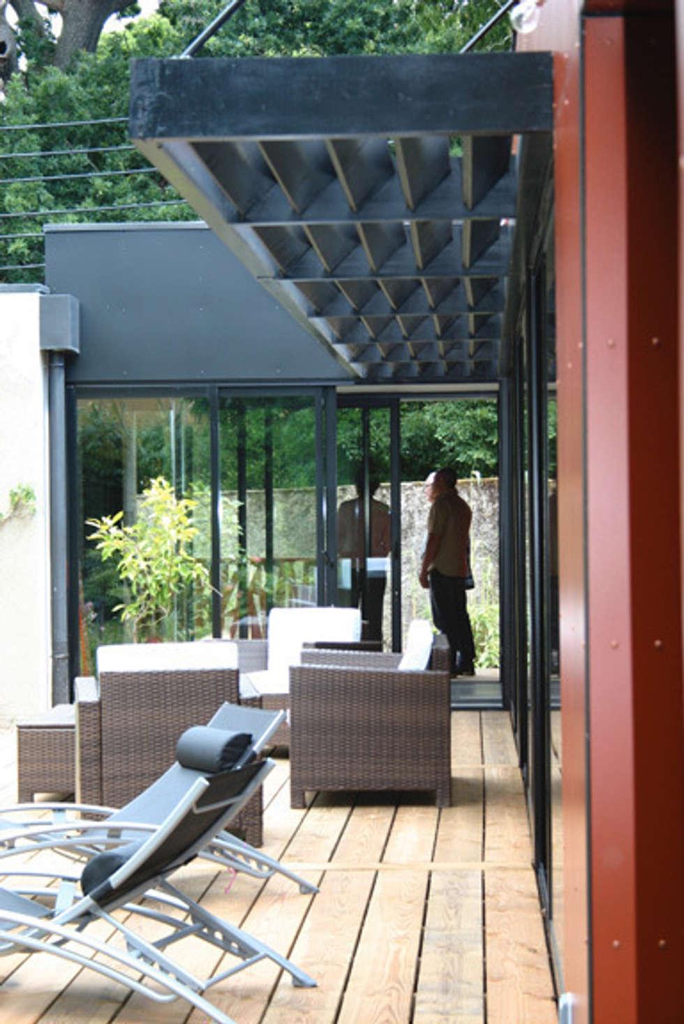 EXTENSION G: Maisons de style de style Moderne par A2 ARCHITECTURE