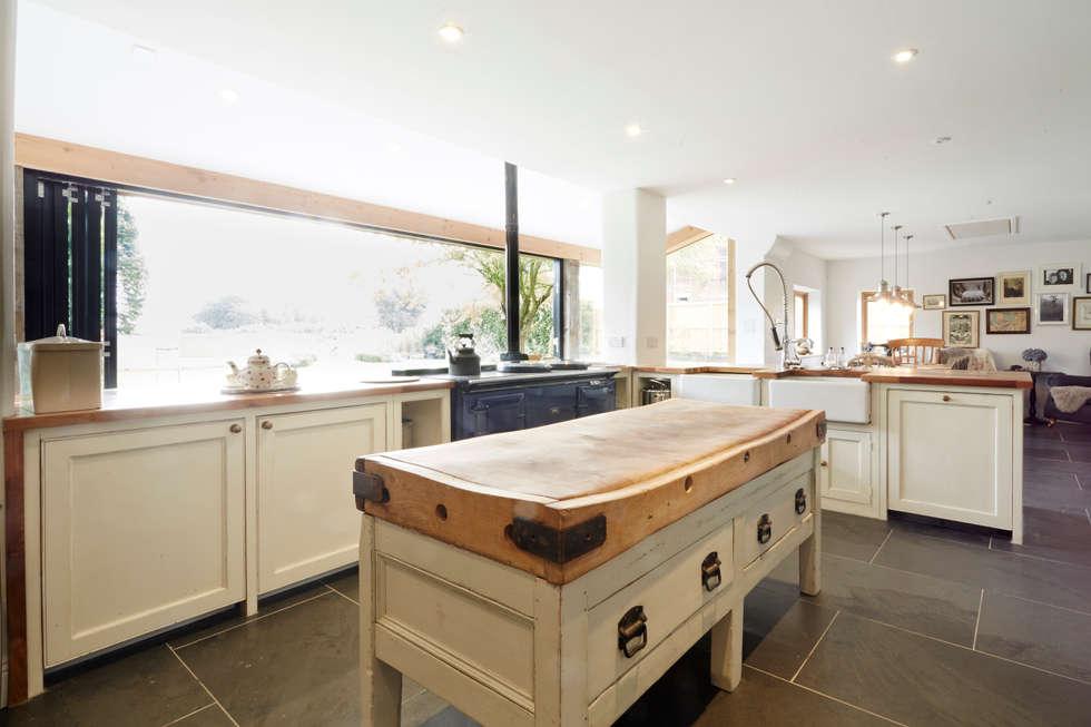 Cocinas de estilo rural de Hart Design and Construction