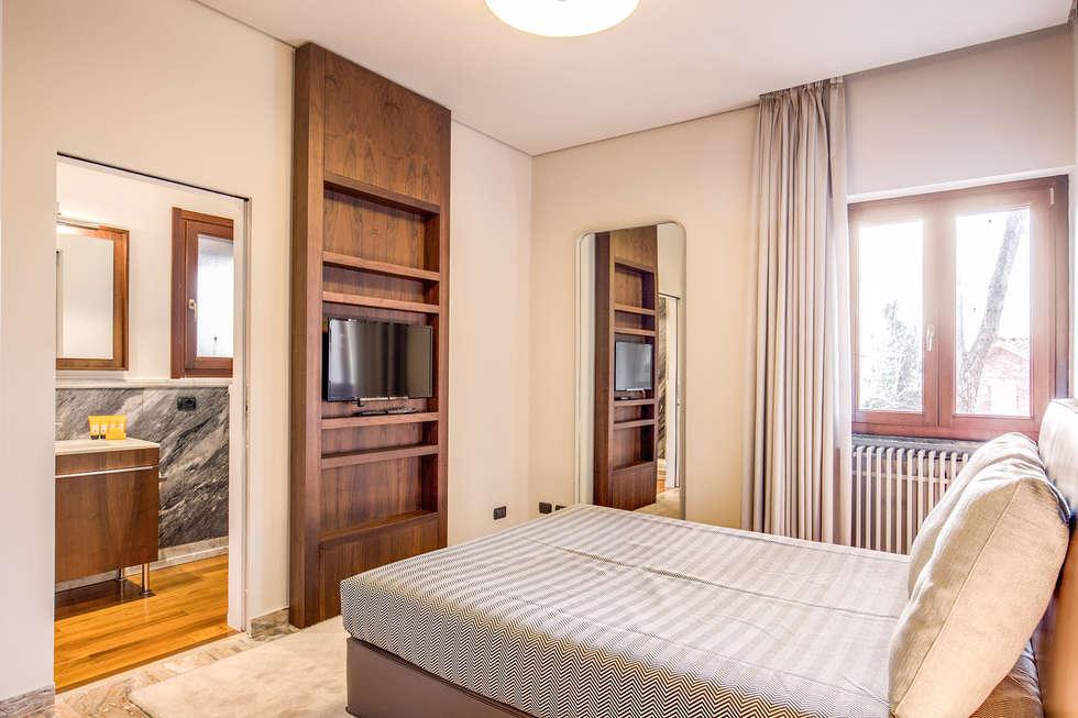 NOCETTA : Camera da letto in stile in stile Classico di MOB ARCHITECTS