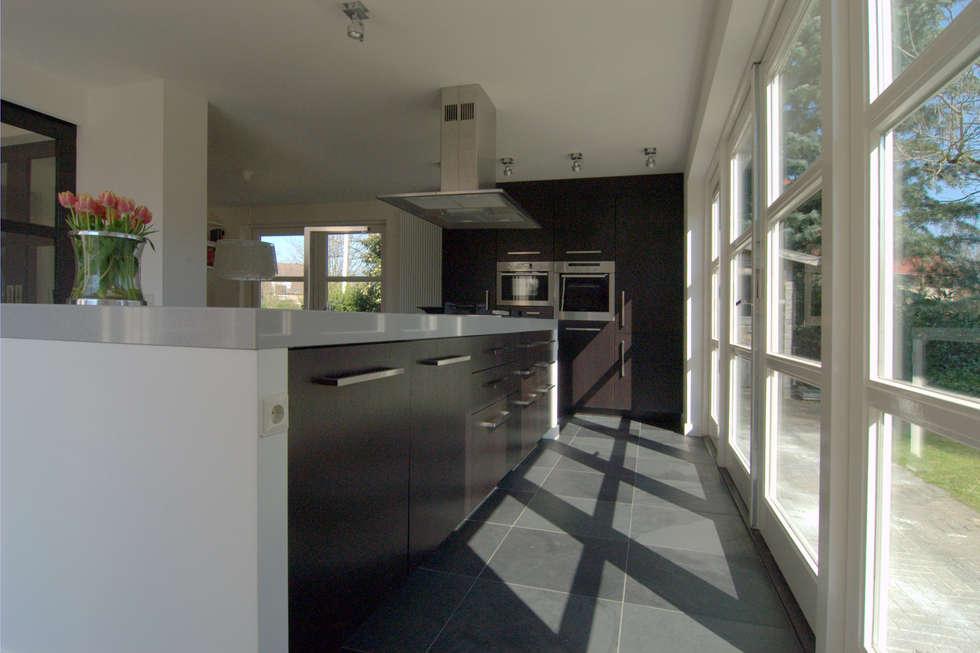 Interne verbouwing keuken,: moderne Keuken door Schindler interieurarchitecten