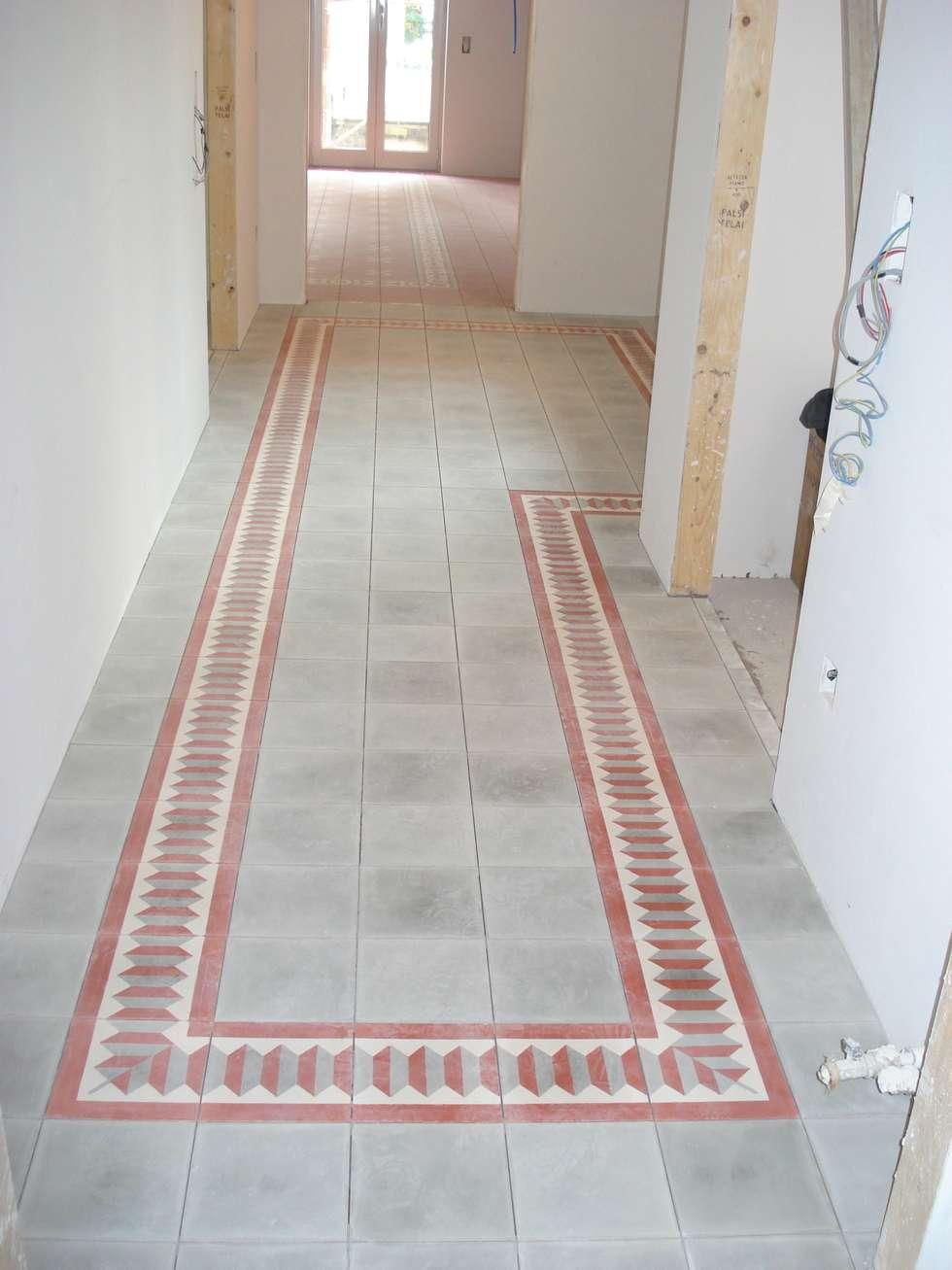 Check Flooring: Ingresso & Corridoio in stile  di Giuseppe Tucci Interior Designer