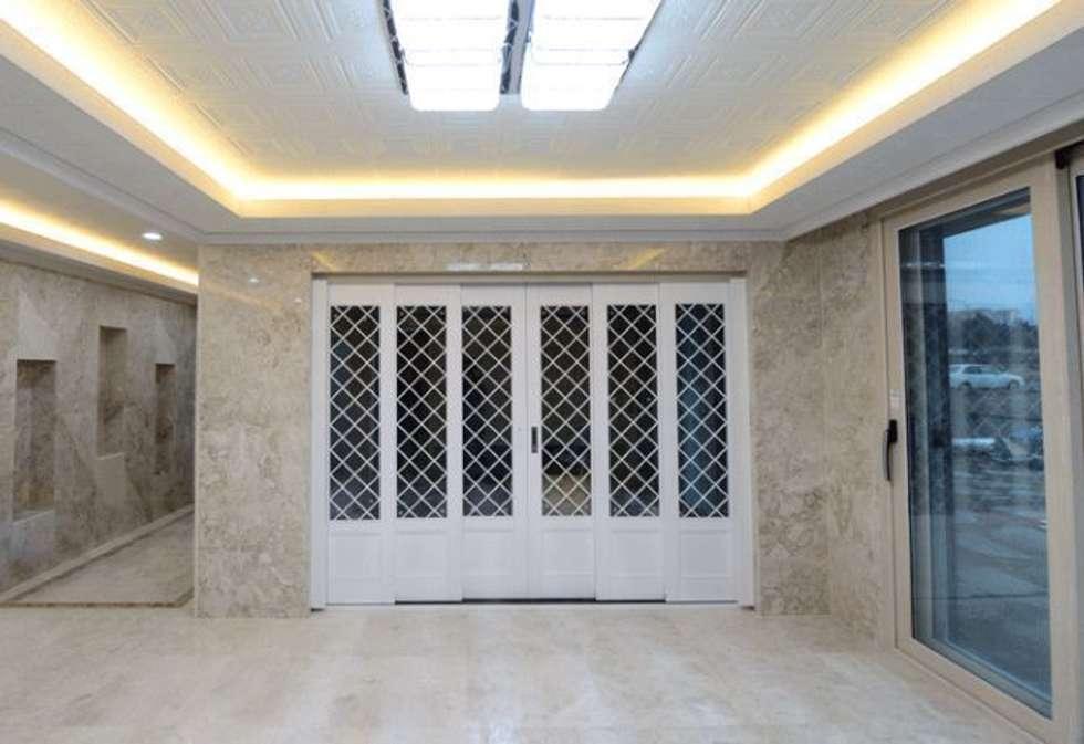 대리석마루 뉴이지스톤 델리카토크림 600*600: (주)이지테크(EASYTECH Inc.)의  거실