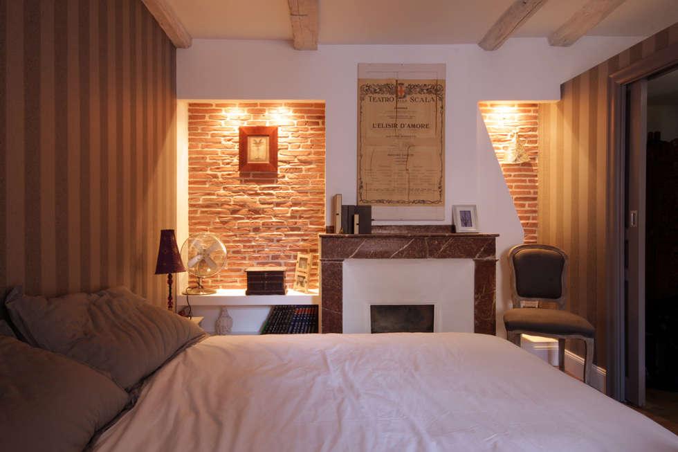 chambre: Chambre de style de style eclectique par Atelier S