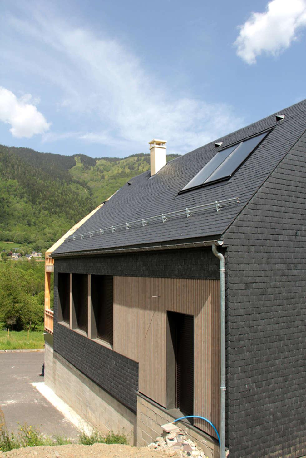 Vue Sud Est - chantier en cours: Maisons de style de style eclectique par Atelier S