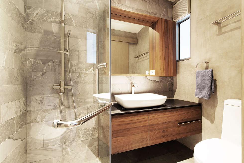 Serenity Park: minimalistic Bathroom by Eightytwo Pte Ltd