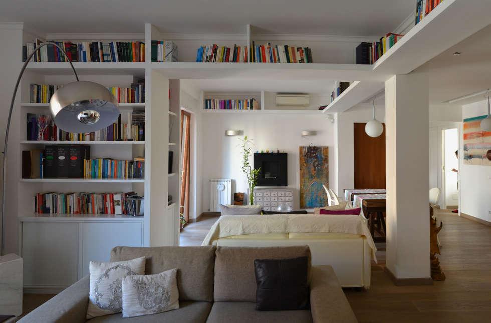 il soggiorno: Soggiorno in stile in stile Minimalista di arch. Paolo Pambianchi