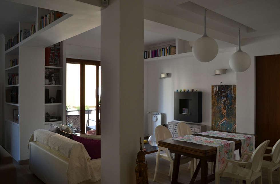 il soggiorno / pranzo: Sala da pranzo in stile in stile Minimalista di arch. Paolo Pambianchi