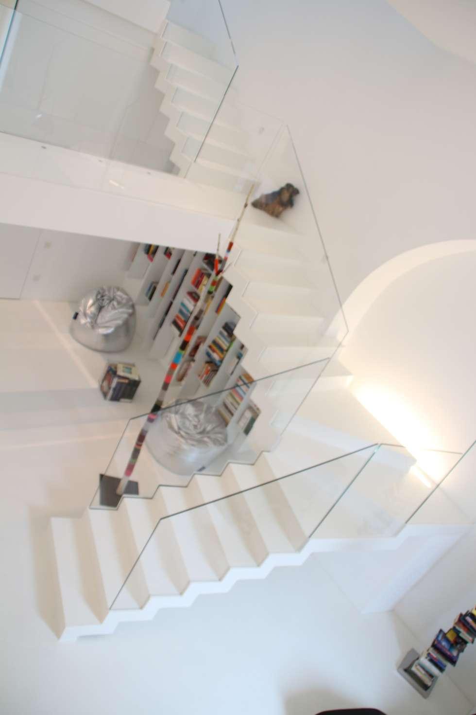 accesso al mezzanino: Ingresso & Corridoio in stile  di Serenella Pari design