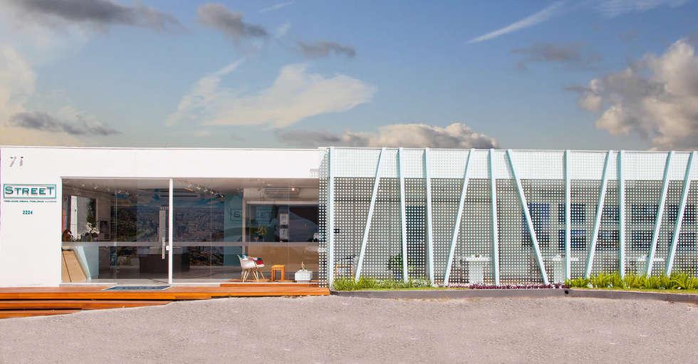 Stand Vendas Street: Espaços comerciais  por studio scatena arquitetura