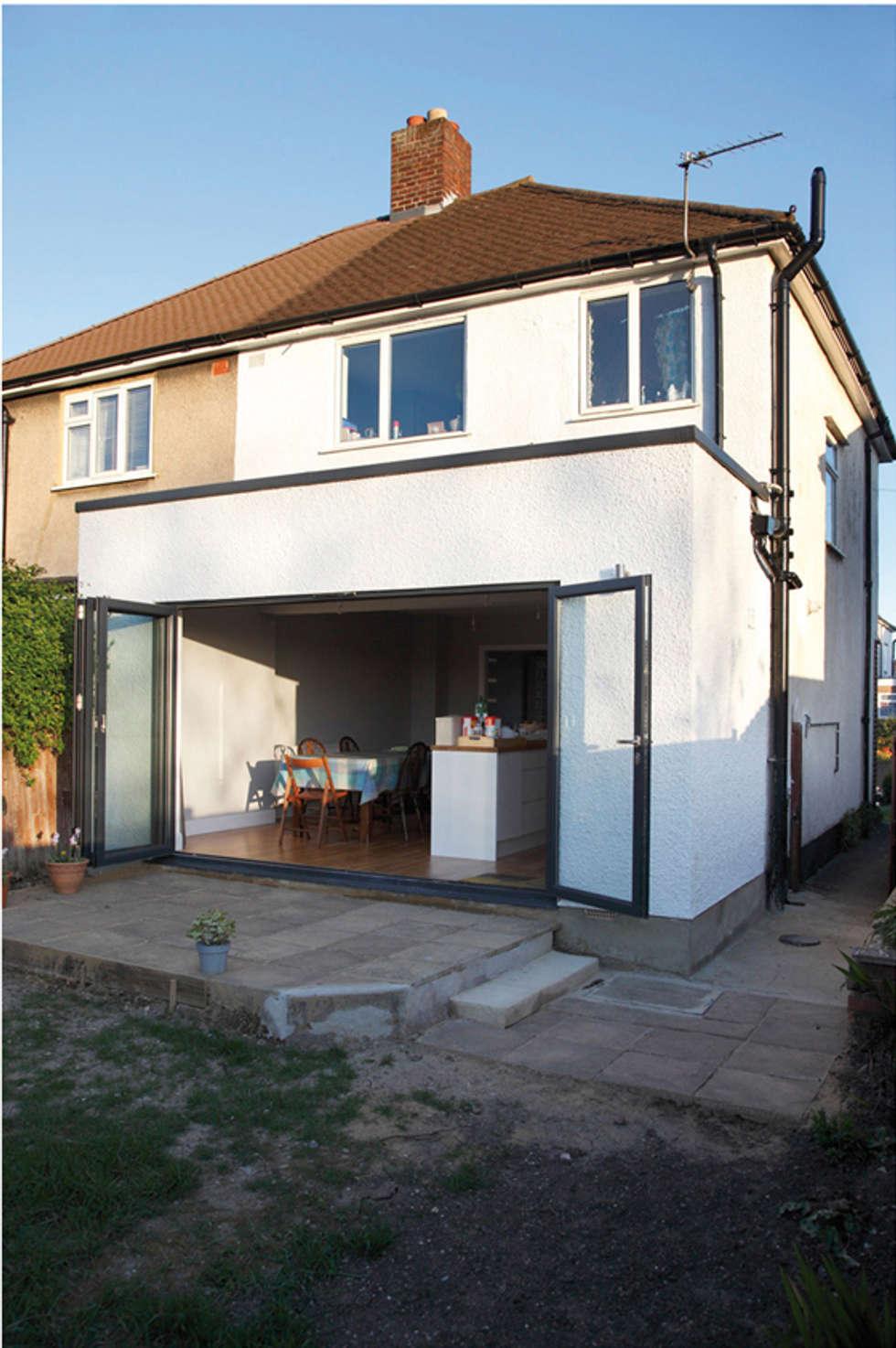 extension d'une maison: Cuisine de style de style Moderne par yg-architecte