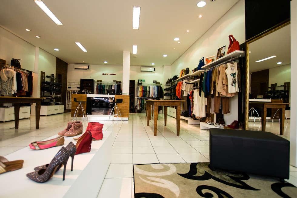 TRAMA de PANOS StORE : Lojas e imóveis comerciais  por Veridiana Negri Arquitetura