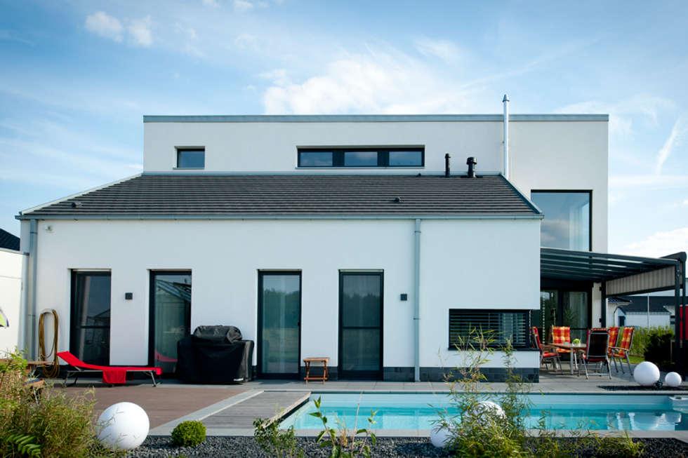 Moderne häuser neubau  Moderne Häuser Bilder: Neubau Einfamilienhaus mit Garage in ...