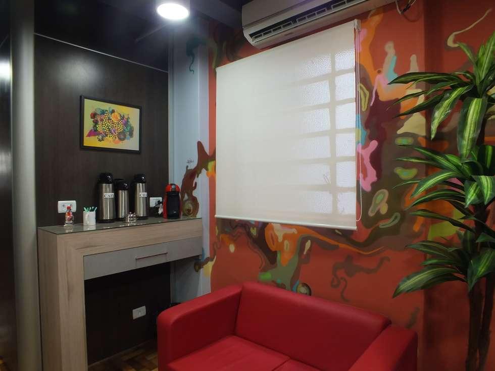 Sala de convivencia: Salas multimídia modernas por Arketing Identidade e Ambiente