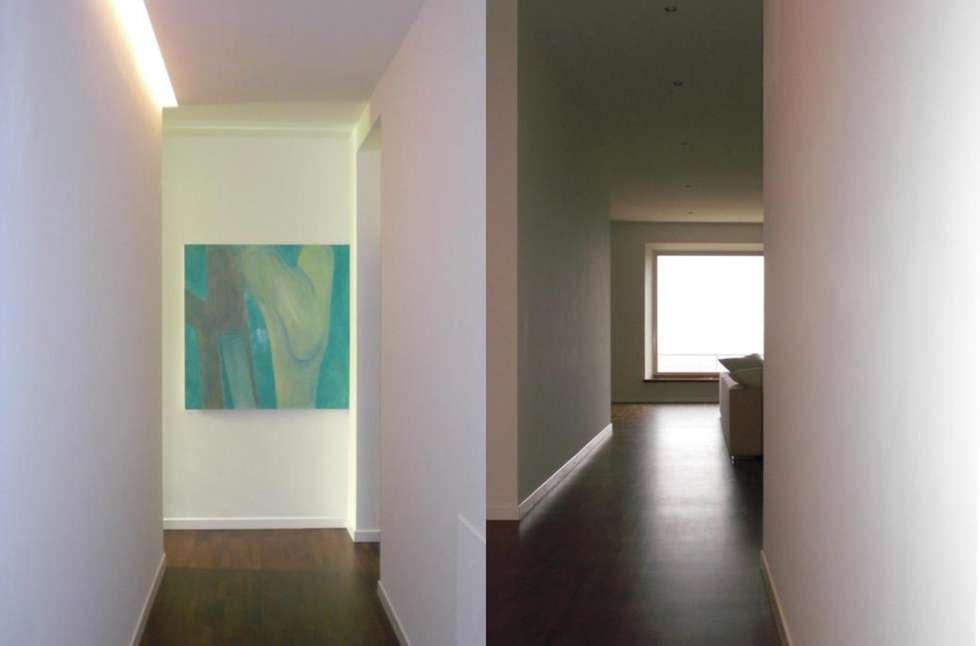 Corridoio: Ingresso & Corridoio in stile  di Studio di architettura arch. Alberto Catraro