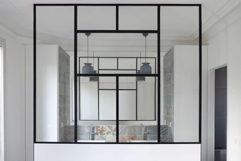 SDB Parents - Yeme +Saunier / Maison Colombes: Chambre de style de style Moderne par Yeme + Saunier