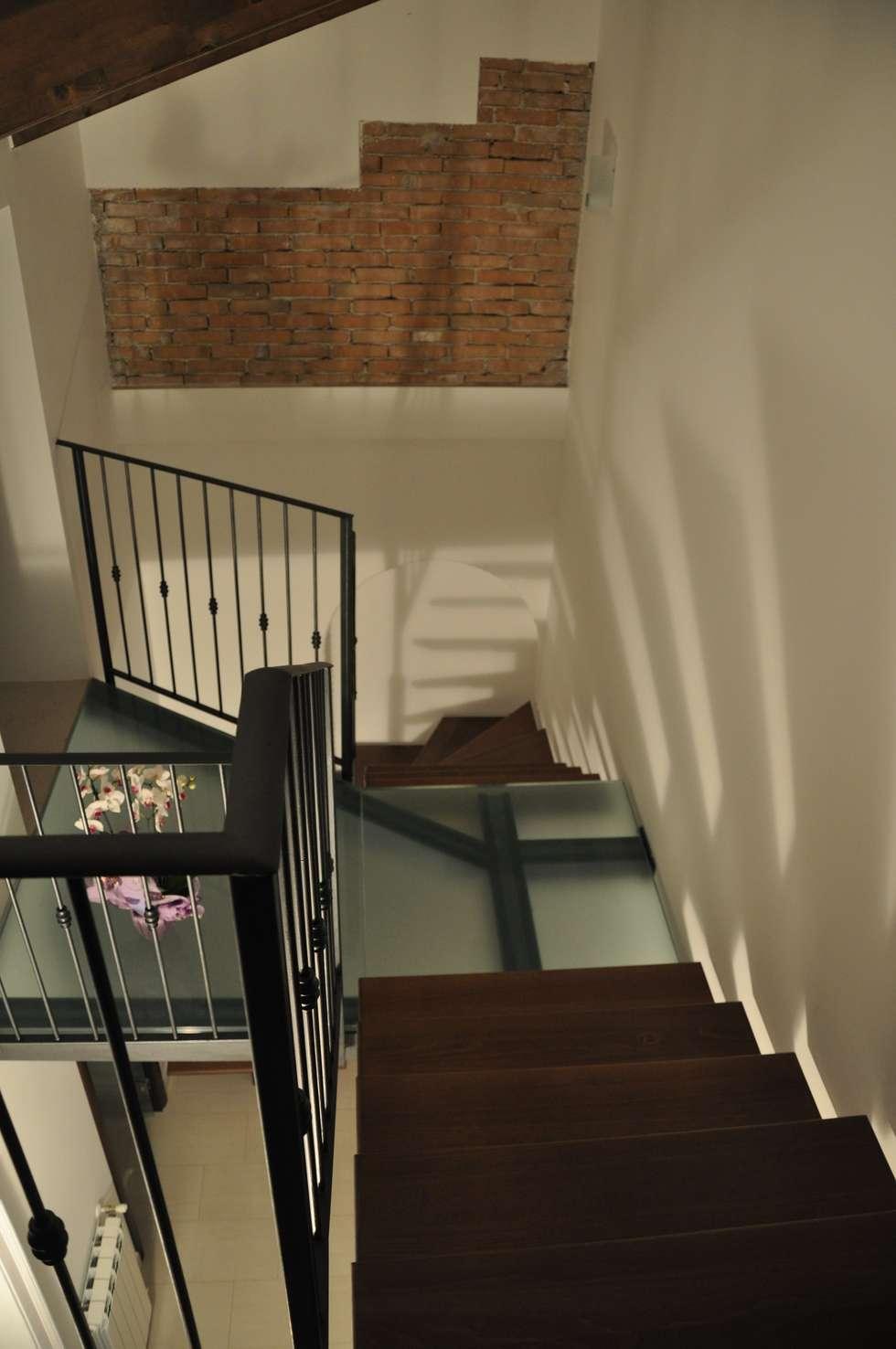 Progetto collegamento verticale in acciaio, legno e vetro strutturale.: Ingresso & Corridoio in stile  di LORENZO RUBINETTI DESIGN