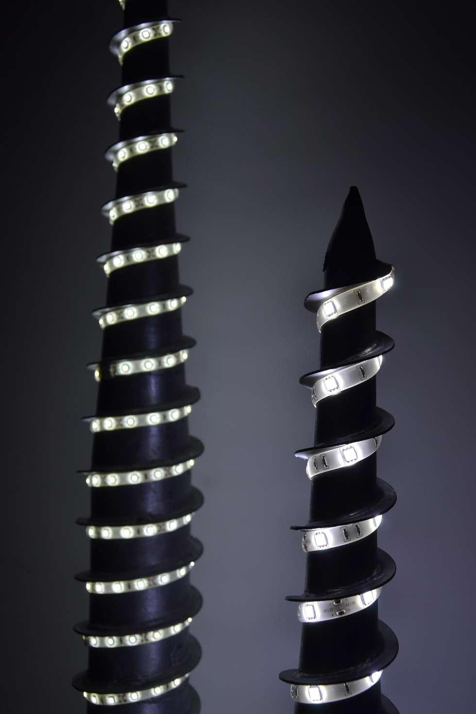 lampade led VITE: Spogliatoio in stile  di Restyling Mobili di Raddi Federica