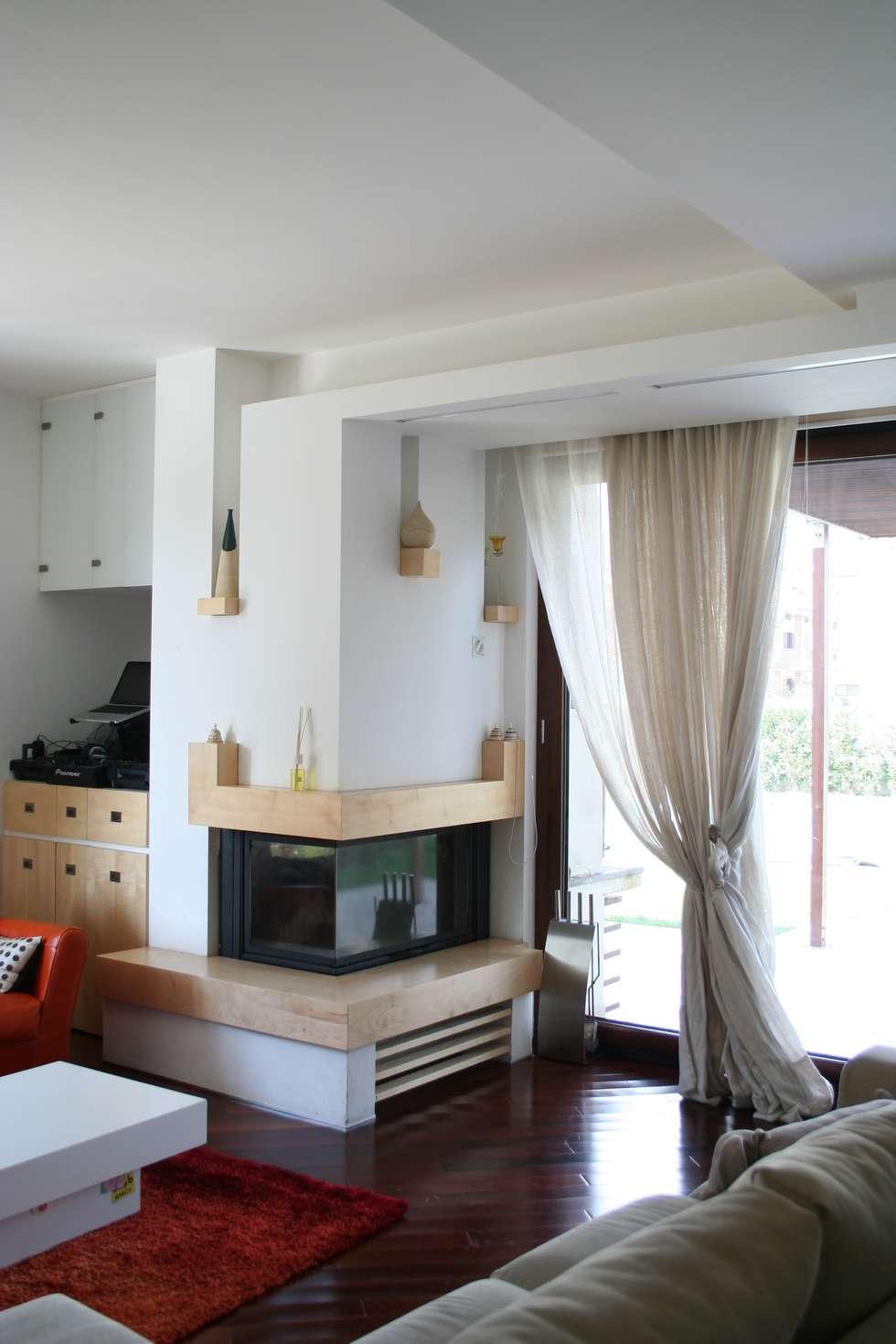 Soggiorno, angolo camino.: Soggiorno in stile in stile Moderno di PARIS PASCUCCI ARCHITETTI