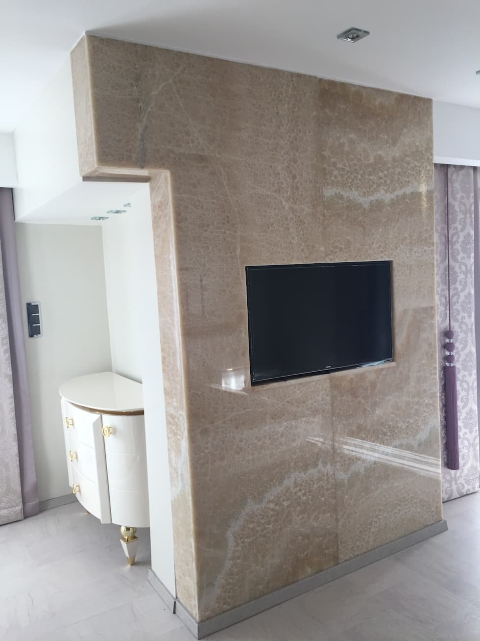 Luxury Stone / Billionaire Furniture Club – Luxury Stone: modern tarz Giyinme Odası