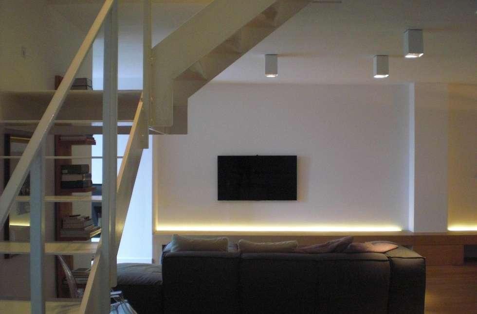 Soggiorno: Soggiorno in stile in stile Moderno di Studio di architettura arch. Alberto Catraro